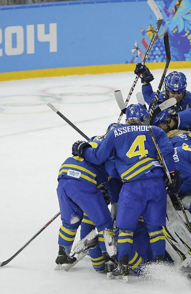 Swedes upset Finland 4-2 in women's hockey playoff