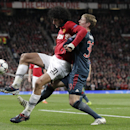 Manchester United's Marouane Fellaini, left, and Bayern's Toni Kroos challenge for the ball during the Champions League quarterfinal first leg soccer match between Manchester United and Bayern Munich at Old Trafford Stadium, Manchester, England, Tuesday,