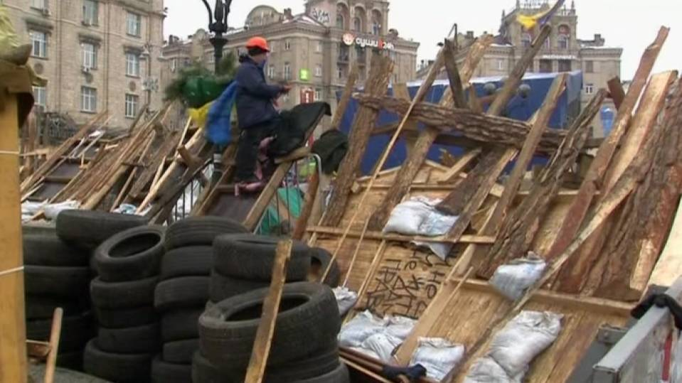 Ukraine holds crisis talks, protesters prepare for mass rally