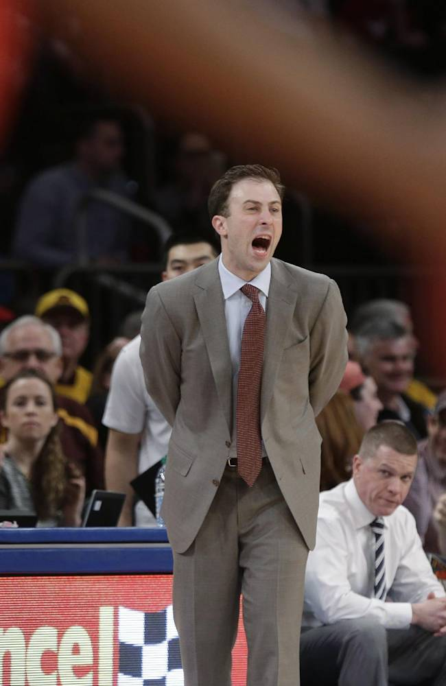 Pitino leads Minnesota past SMU 65-63 to win NIT