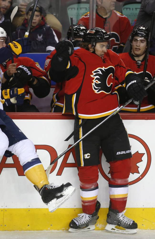 Predators hold off Flames 6-5