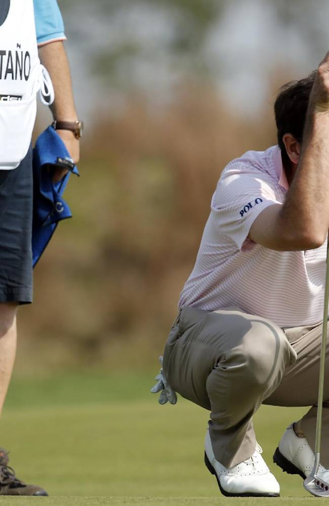 Spain's Gonzalo Fernandez-Castano prepares to putt on the 9th green during the final round of the BMW Masters golf tournament at the Lake Malaren Golf Club in Shanghai, China, Sunday, Oct. 27, 2013