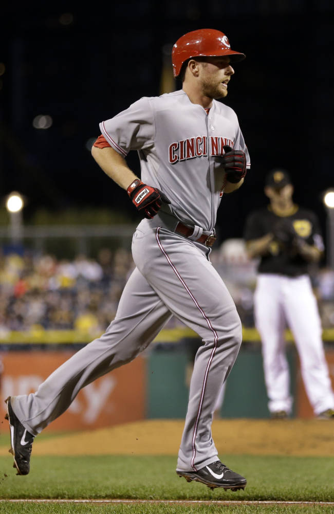 Miscues cost Reds in 4-2 loss to Pirates