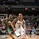 MEMPHIS, TN - DECEMBER 22: Courtney Lee #5 of the Memphis Grizzlies drives to the basket against Alec Burks #10 of the Utah Jazz on December 22, 2014 at the FedExForum in Memphis, Tennessee. (Photo by Joe Murphy/NBAE via Getty Images)