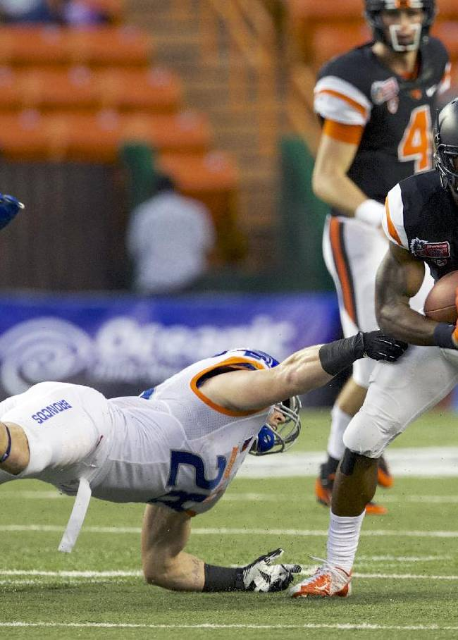 Oregon State wide receiver Brandin Cooks (7) dodges a tackle in the Hawaii Bowl NCAA college football game against Boise State, Tuesday, Dec. 24, 2013, in Honolulu