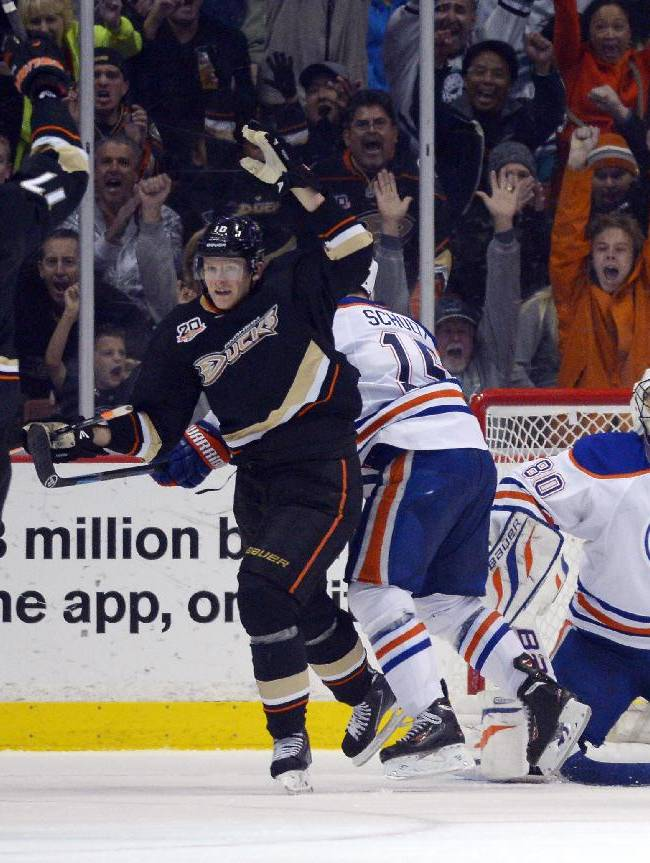 Penner's late goal lifts Ducks past Oilers, 3-2