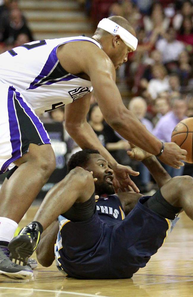 Sacramento Kings forward Chuck Hayes, left, and Memphis Grizzlies guard Tony Allen scramble for the ball during the fourth quarter of an NBA basketball game in Sacramento, Calif., Sunday, Nov. 17, 2013. The Grizzlies won 97-86