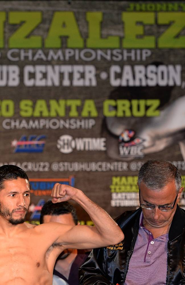 Abner Mares v Jhonny Gonzalez - Weigh-In