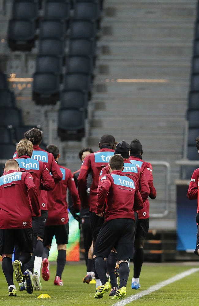 Portugal teammates warm up during a training session a day ahead of the World Cup qualifying playoff second leg soccer match between Sweden and Portugal in Stockholm, Sweden, Monday, Nov. 18, 2013