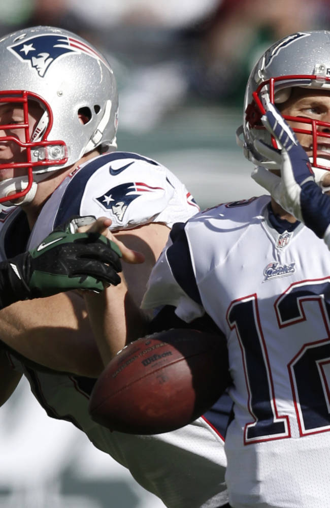 Brady, Patriots looking to improve offense