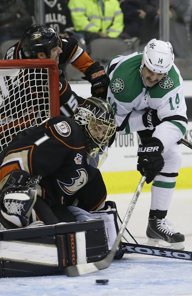 Stars score 3 in 53 seconds in win over Ducks