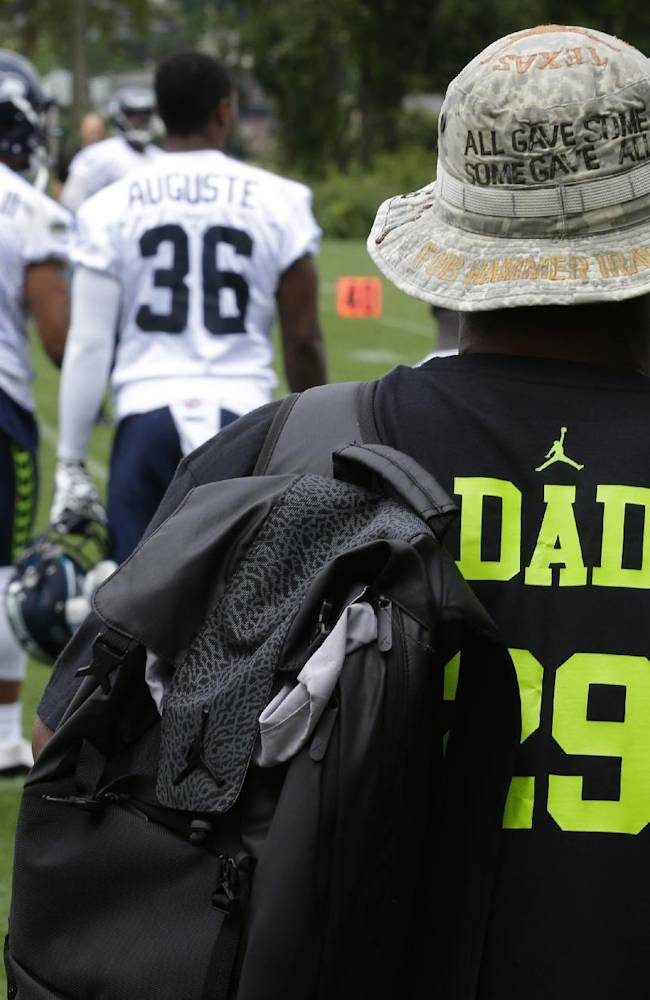 Earl Thomas Jr., right, the father of Seattle Seahawks free safety Earl Thomas (29), wears a shirt with his son's #29 and
