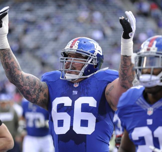 New York Giants guard David Diehl (66) gestures toward the crowd as he and teammates leave the field after warming up before an NFL football game against the Oakland Raiders, Sunday, Nov. 10, 2013, in East Rutherford, N.J