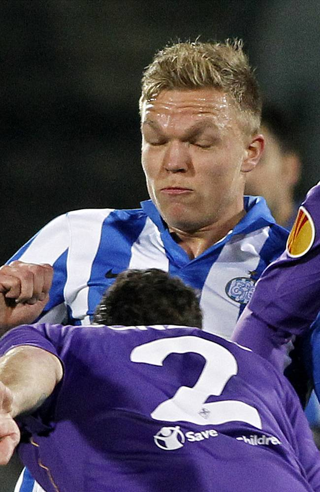 Esbjerg's Mick Van Buren controls the ball during an Europa League, round of 32, second leg match between Fiorentina and Esbjerg at the Artemio Franchi stadium in Florence, Italy, Thursday, Feb. 27, 2014