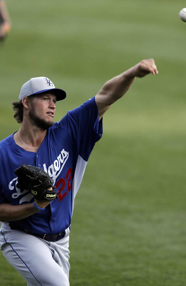Dodgers' Clayton Kershaw wins Warren Spahn Award