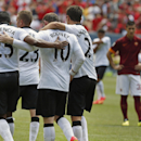 Rooney scores twice, Man U beats AS Roma 3-2