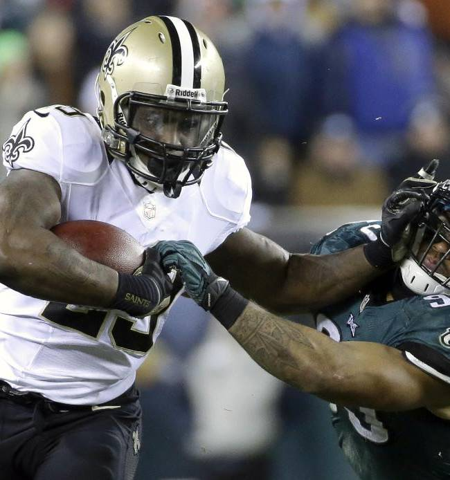 New Orleans Saints' Khiry Robinson, left, tries to break free of Philadelphia Eagles' Mychal Kendricks during the first half of an NFL wild-card playoff football game, Saturday, Jan. 4, 2014, in Philadelphia
