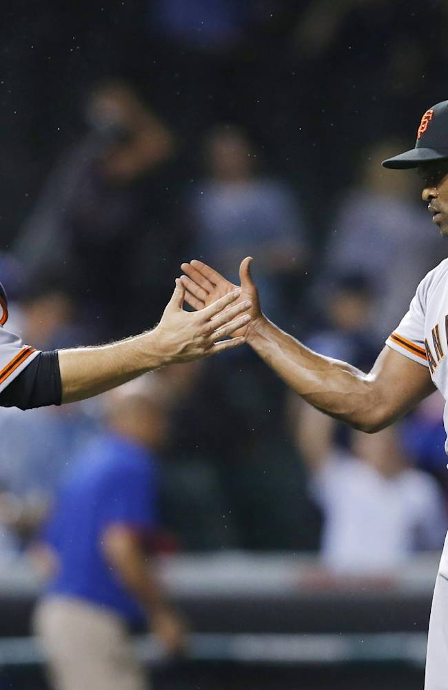 Posey helps Giants beat Cubs 5-3 in nightcap