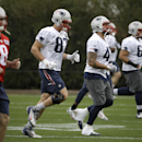 New England Patriots tight end Rob Gronkowski (87) and tight end Michael Hoomanawanui (47) warm up during practice Thursday, Jan. 29, 2015, in Tempe, Ariz. The Patriots play the Seattle Seahawks in NFL football Super Bowl XLIX Sunday, Feb. 1 The Associate