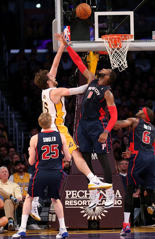 Detroit Pistons v Los Angeles Lakers