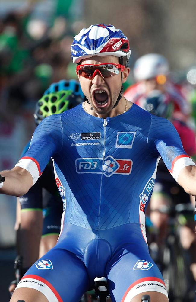 Moreno Hofland wins 2nd stage of Paris-Nice race