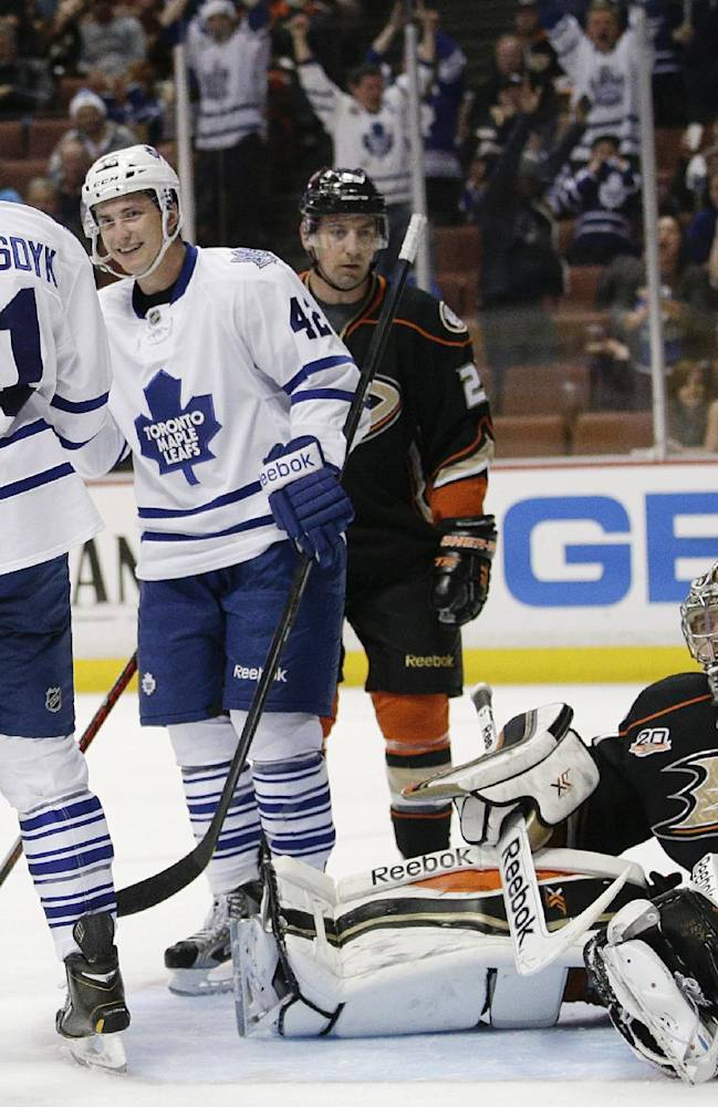 Leafs top Ducks 3-1 in Carlyle's return to Anaheim