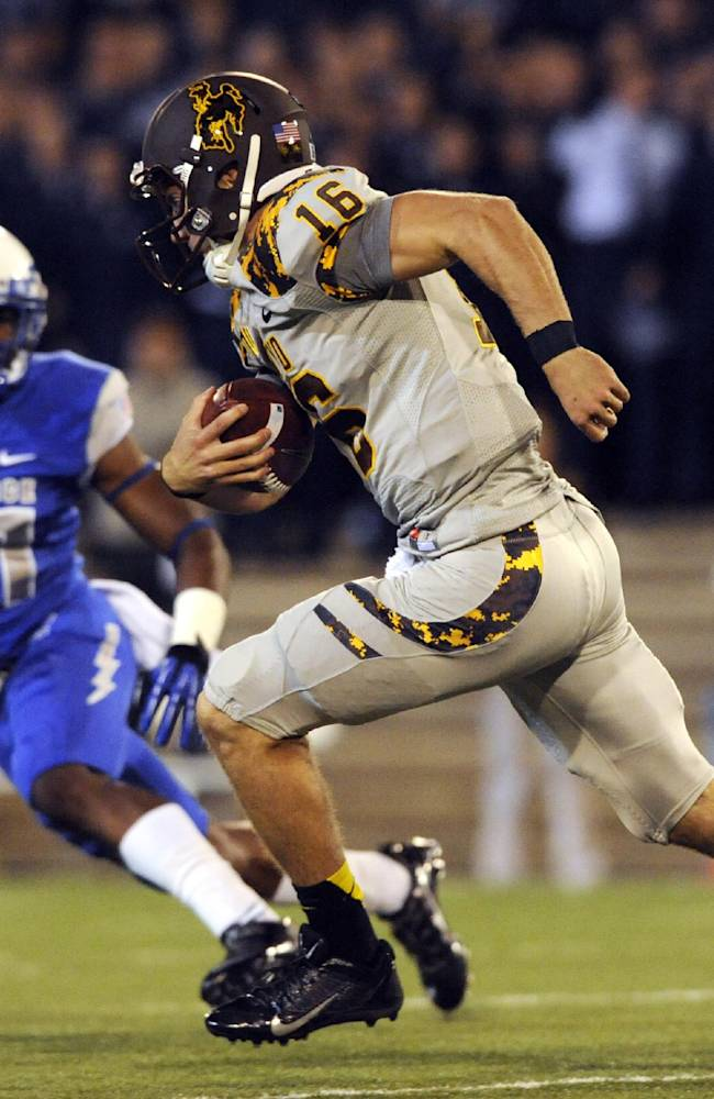 Smith leads Wyoming to 56-23 rout of Air Force