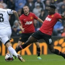 Swansea City's Jonjo Shelvey (L) is challenged by Manchester United's Danny Welbeck during their English Premier League soccer match at Liberty Stadium, Swansea, August 17, 2013. REUTERS/Rebecca Naden