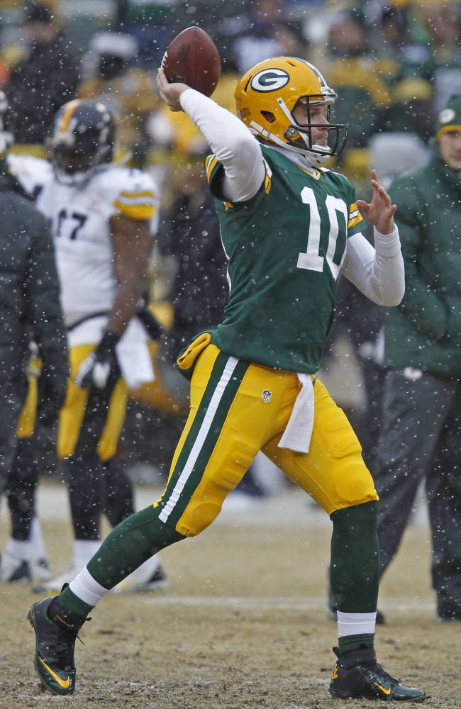 Green Bay Packers quarterback Matt Flynn throws passes prior to the start of an NFL football game against the Pittsburgh Steelers Sunday, Dec. 22, 2013, in Green Bay, Wis