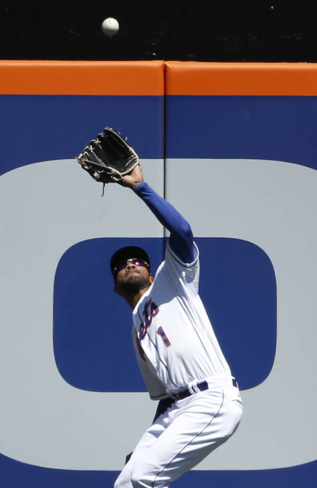 Dice-K 1st save since 2000; Mets top Cards 4-1