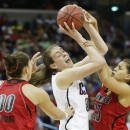 Connecticut forward Breanna Stewart (30) tries to hang on to the ball against Louisville guard Shoni Schimmel (23) and Louisville forward Sara Hammond (00) during first half of the national championship game of the women's Final Four of the NCAA college basketball tournament, Tuesday, April 9, 2013, in New Orleans. (AP Photo/Dave Martin)