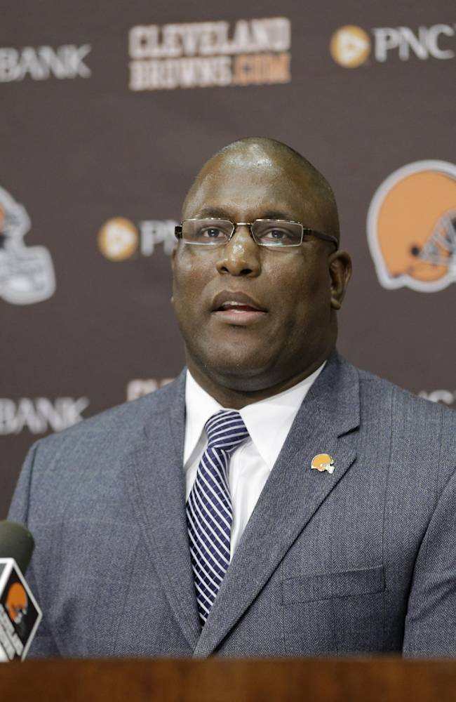 Browns GM offers few clues about draft plans
