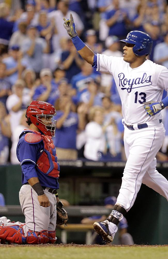 Royals stop slide with 4-3 victory over Rangers