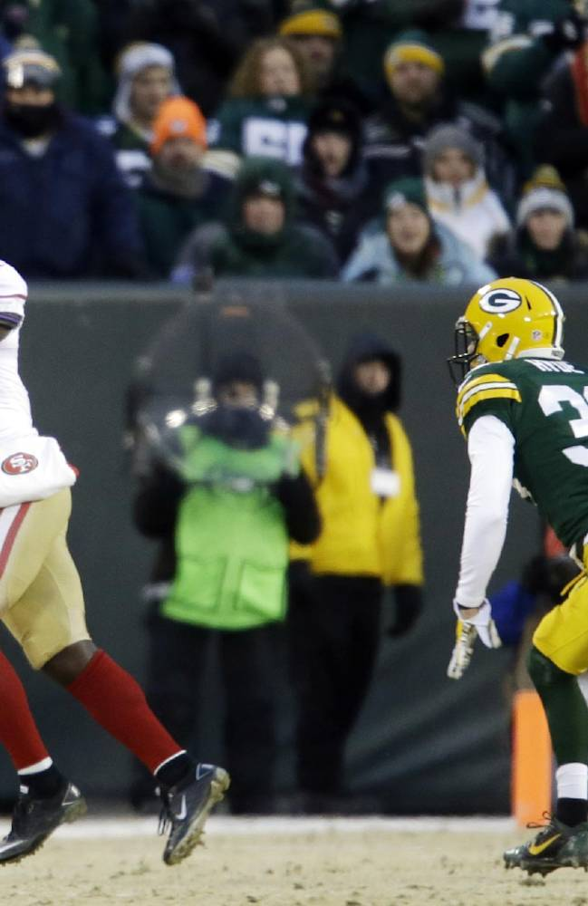 San Francisco 49ers wide receiver Anquan Boldin (81) makes a catch against Green Bay Packers cornerback Micah Hyde (33)during the first half of an NFL wild-card playoff football game, Sunday, Jan. 5, 2014, in Green Bay, Wis