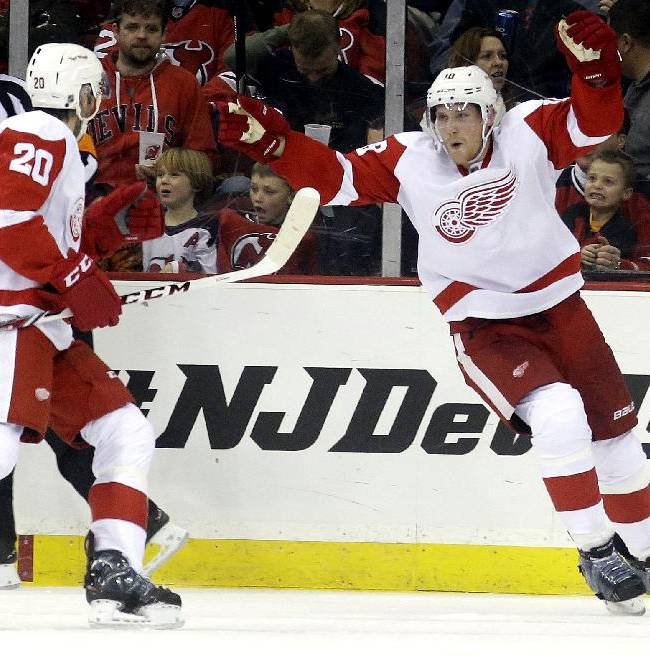 Red Wings upend Devils 3-1
