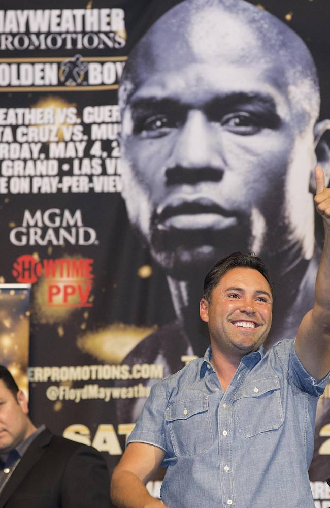 Oscar de la Hoya waves to boxing fans before the weigh-in between Floyd Mayweather Jr. and Robert Guerrero, Friday, May 3, 2013, in Las Vegas. Mayweather and Guerrero will square off for the WBC world welterweight title on Saturday