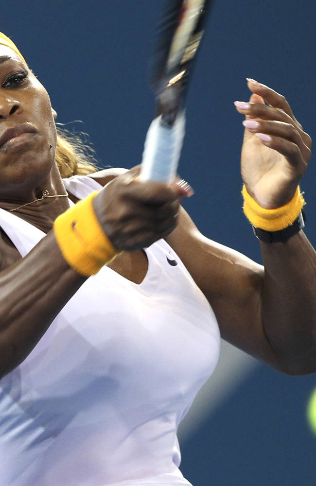 Williams beats Azarenka, defends Brisbane title
