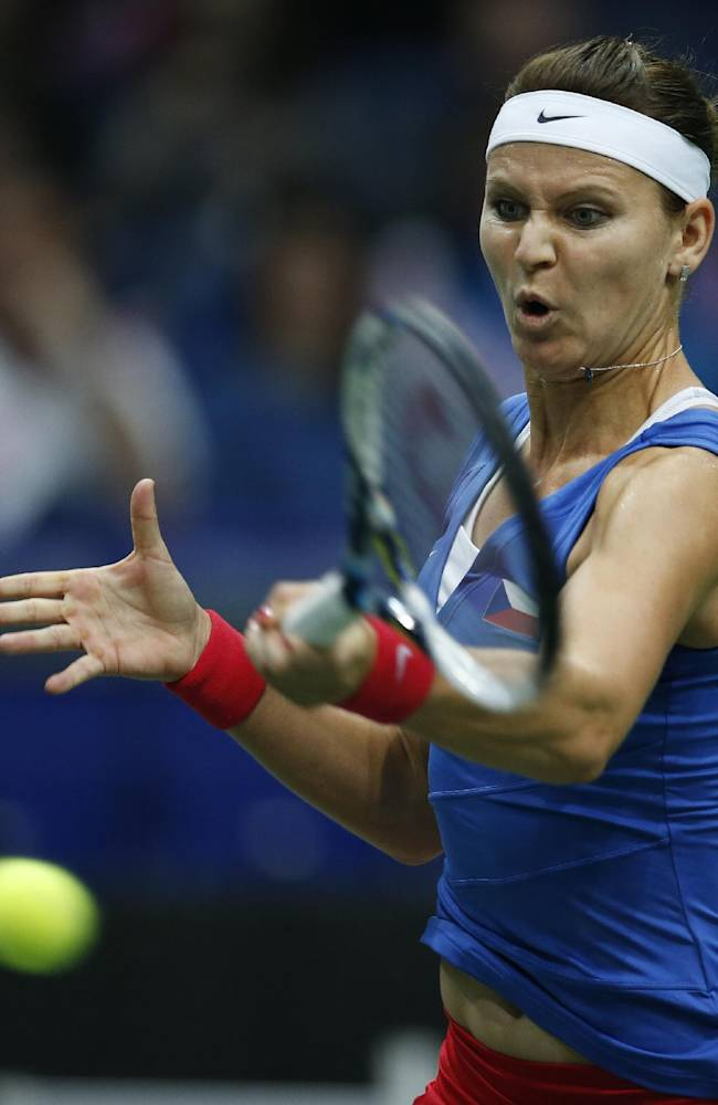 Czech Republic leads Italy 2-0 in Fed Cup semis