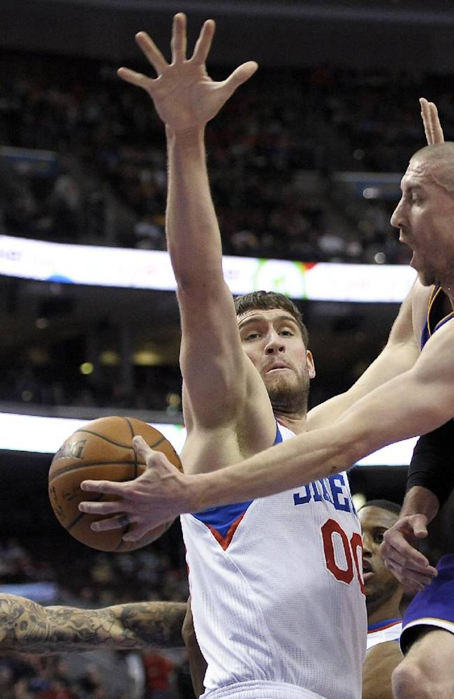 Nash leads Lakers over 76ers