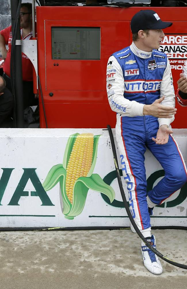 Scott Dixon wins pole for IndyCar race in Iowa