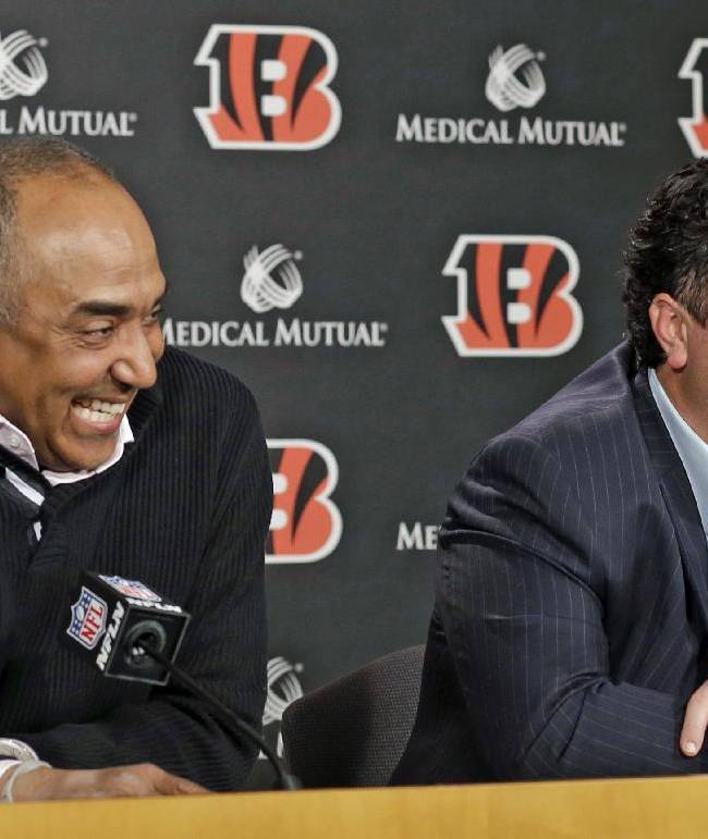 Cincinnati Bengals head coach Marvin Lewis, left, answers questions during a news conference with Paul Guenther, Thursday, Jan. 16, 2014, in Cincinnati, after Guenther was named the new defensive coordinator for the NFL football team. Guenther, who had been linebackers coach for the Bengals, replaces Mike Zimmer who took the head coaching job in Minnesota