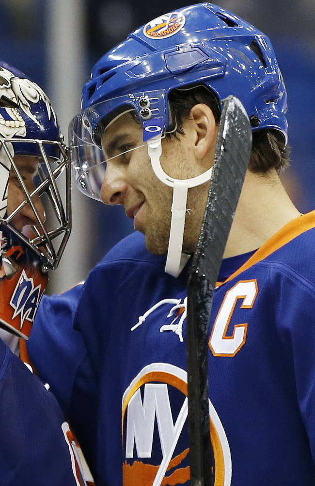 Captain Tavares scores 2 in Isles' rout of Coyotes