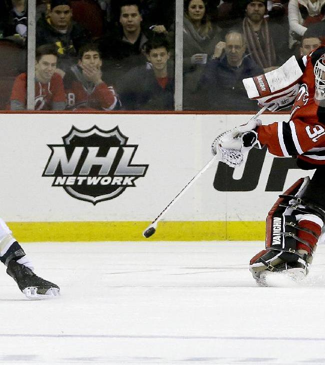 Henrique, Ryder score to lift Devils over Penguins