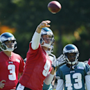 Philadelphia Eagles quarterback Mark Sanchez (3), running back Darren Sproles (43), and quarterback Matt Barkley (2) watch as quarterback Nick Foles (9) throws the ball during NFL football practice at the team's training facility, Tuesday, Sept. 23, 2014