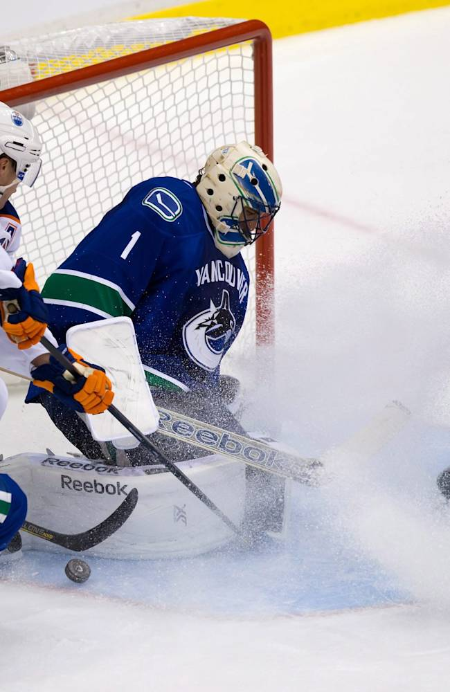 Oilers' fast start too much for Canucks 4-1