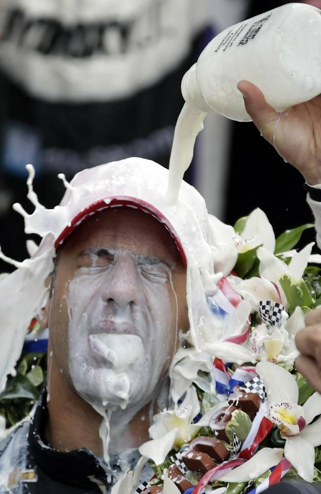Kanaan savors image on Indianapolis 500 trophy
