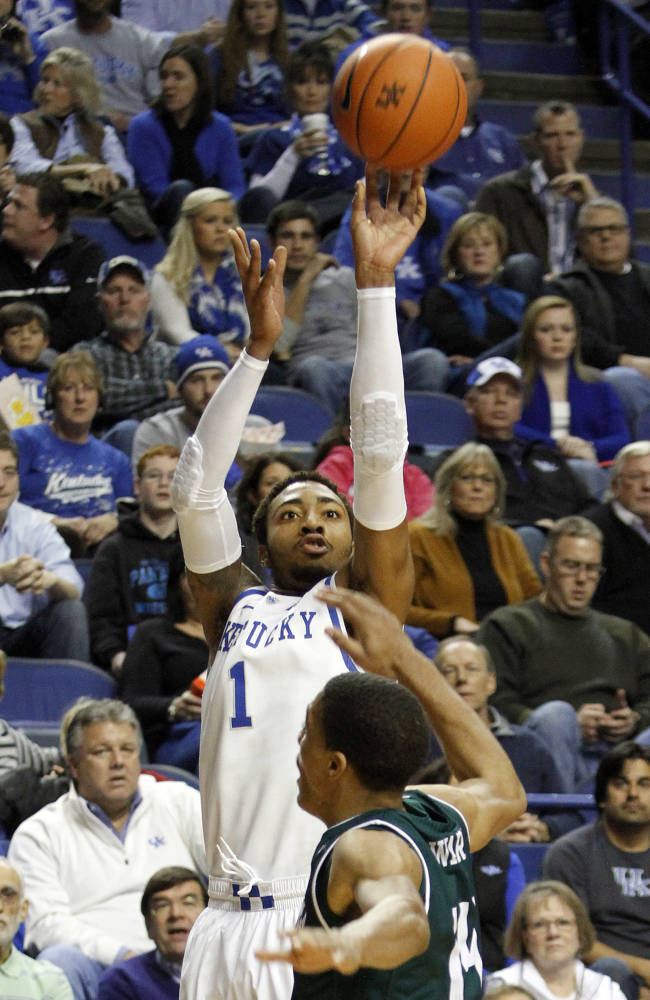 Kentucky's James Young (1) shoots under pressure from Eastern Michigan's Karrington Ward during the first half of an NCAA college basketball game on Wednesday, Nov. 27, 2013, in Lexington, Ky