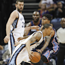 Memphis Grizzlies forward Courtney Lee (5) drives to the basket against Charlotte Bobcats guard Chris Douglas-Roberts, right, in the first half of an NBA basketball game Saturday, March 8, 2014, in Memphis, Tenn The Associated Press