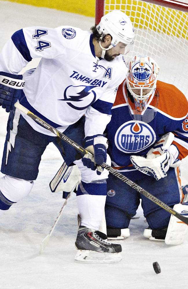 Eberle scores twice in Oilers' win over Lightning