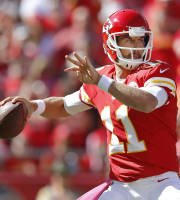 Kansas City Chiefs quarterback Alex Smith (11) passes to a teammate during the first half of an NFL football game against the Oakland Raiders at Arrowhead Stadium in Kansas City, Mo., Sunday, Oct. 13, 2013. (AP Photo/Ed Zurga)